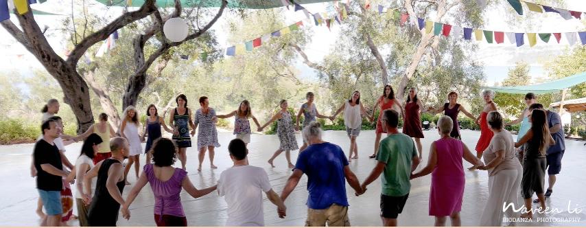 La Biodanza c'est danser sa vie dans la danse de la vie.